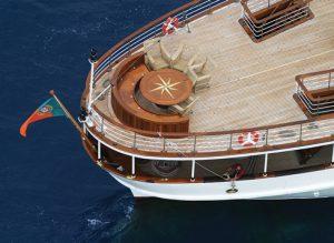 Delphine II stern deck