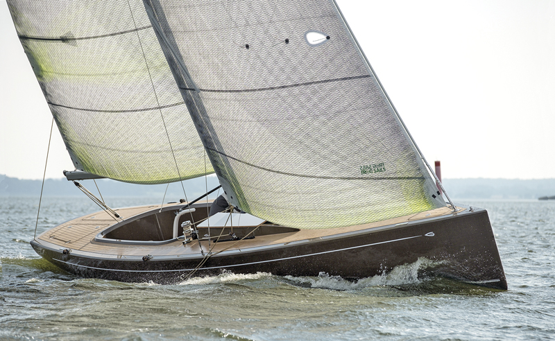 eco composite Flax 27 under sail