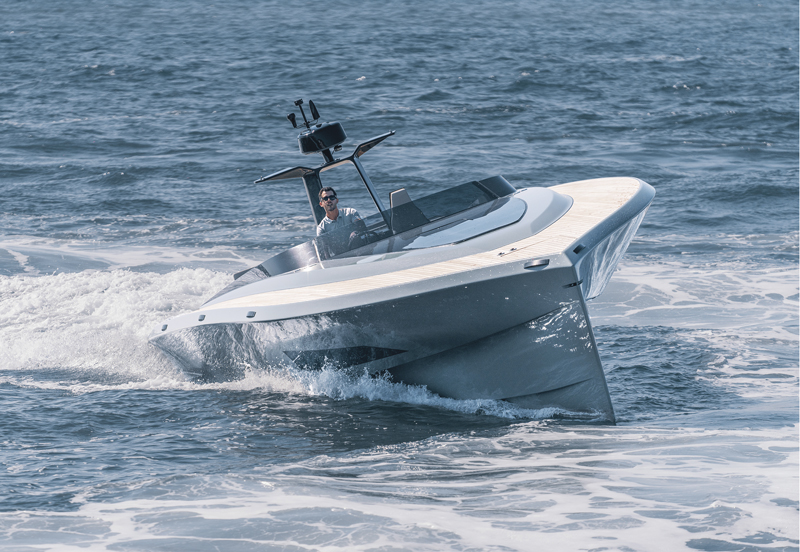SAY 42 Carbon Runabout